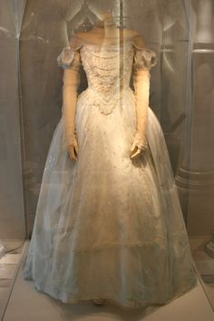 Miranda the White Queen Costume - Tim Burton's Alice in Wonderland