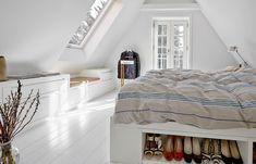 Boliginteriør i boforms kendte kvalitet og sikre stil → Stort udvalg Attic Wardrobe, Home Bedroom, Bedroom Ideas, Bedrooms, Cabinet Handles, Common Area, Home Look, Built Ins, New Homes