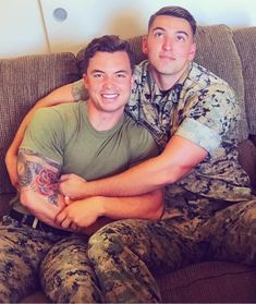 Uniform In Car : Archives Hot Army Men, Sexy Military Men, Gay Mignon, Rugby Outfits, Gay Lindo, Scruffy Men, Hunks Men, Beautiful Men Faces, Men Kissing