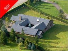 Vista aérea de una casa en La Corona de Bolvir vendida por Engel & Völkers Cerdanya.