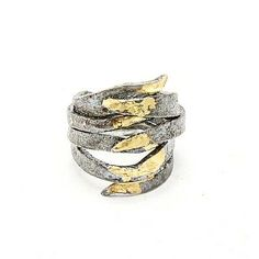 A ray of sun to light up the darkness. Caroline Ertl 's rings are just that, rays of sun to brighten up your day. Light Up, Darkness, Gold Rings, Rose Gold, Sun, Floral, Jewelry, Unique, Handmade