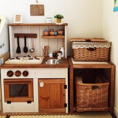 ringoさんの、カフェ風,セリア,ままごとキッチン,部屋全体,のお部屋写真 Kids Wooden Kitchen, Diy Play Kitchen, Toy Kitchen, Diy Montessori Toys, Ikea Duktig, Play Wood, Licht Box, Busy Boards For Toddlers, Cardboard Toys
