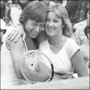 Chris Evert e Martina Navratilova sono due ex tenniste professioniste che hanno ingaggiato una lunga rivalità sportiva durata quindici anni (dal marzo 1973 al novembre 1988), che è considerata una delle più grandi rivalità dello sport al femminile in assoluto.  http://sport.playtennis.it/la-rivalita-tra-navratilova-e-evert/