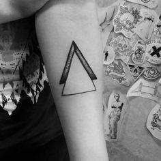 #тату #татуировка #домашняятатуировка #графика #дотворк #дотворктату #чб #минимализм #треугольник #tattoo #graphic #dotwork #dotworktattoo #bw #hometattoo #minimalism #triangle