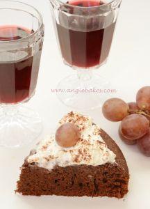 Čokoládový koláč s červeným vínom