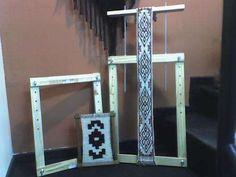 Sólido telar construido en madera de paraíso estacionada y lustrada a mano. Ideal para trabajar en él la técnica que utilizaban los wichis y los mapuches. Se entregan con una naveta y con una pala como accesorios. Medidas disponibles 20x40 $210 40x60