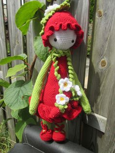 strawberry mod made by Marion M. / based on a lalylala crochet pattern