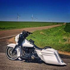 "Credit to @fishheadback @shareyourharley ===================== Follow & Tag ""HD Tourers and Baggers"" on Instagram Facebook Twitter & across the Web. ===================== #hdtourersandbaggers ===================== #instamotogallery #instamoto #motorcycles #harleydavidson #roadkingclassic #roadking #roadglide #streetglide #softail #showoffmyharley #harleysofinstagram #harleylife #bikelife #bikersofinstagra #bikestagram #motorcyclelife #harleyriders #customharley #throttlezone…"