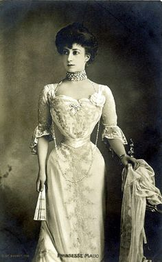 Princess Maud of Wales, later Queen Maud of Norway. She was renowned for her excessively tiny waistline, a very desirable trait for formal Edwardian attire. Edwardian Fashion, Vintage Fashion, 70s Fashion, Edwardian Era, Fashion 2020, Fashion Women, Winter Fashion, Fashion Tips, Mode Vintage