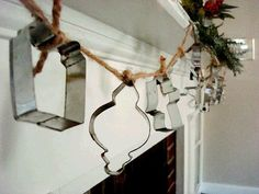 Please Note: Bright Idea: Cookie Cutter Crafts This would be cute with antique cookie cutters, with a different theme. Noel Christmas, Primitive Christmas, Country Christmas, Vintage Christmas, Christmas Ornaments, Christmas Ideas, Christmas Stuff, Cabin Christmas, Swedish Christmas