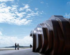 Thomas Heatherwick - East Beach Cafe at Littlehampton Beach Cafe, Oscar Niemeyer, A As Architecture, Contemporary Architecture, Seaside Restaurant, Thomas Heatherwick, Harper's Bazaar, Seaside Towns, Installation Art