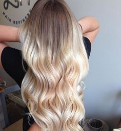 Ombre Blond: A glamorous hair trend is making its comeback - Hair - Hair Styles Ombre Blond, Brown Ombre Hair, Ombre Hair Color, Ombre Style, Ombre Hair For Blondes, Hair Ideas For Blondes, Hair Colors For Blondes, Black To Blonde Hair, Light Blonde