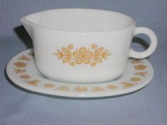 VINTAGE PYREX CORNING MILK WHITE GRAVY BOAT SERVER & UNDER PLATE BUTTERFLY GOLD. FOR SALE IN MY STORE: https://www.ebluejay.com/Ads/item/6190994