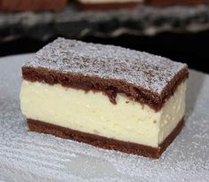 Ez a sütemény egyszerűen elkészíthető, és szerintem még az ünnepi asztalon is megállja a helyét. Sweet Desserts, No Bake Desserts, Sweet Recipes, Tiramisu, Recipies, Cheesecake, Deserts, Fudge, Sweet Home