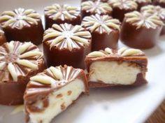 Zelf bonbons met chocolademousse maken? Met dit recept is het heel eenvoudig. Op de website staan nog veel meer leuke recepten en handige weetjes. Candy Recipes, Sweet Recipes, Snack Recipes, Dessert Recipes, Desserts, Homemade Sweets, Homemade Chocolate, Fudge, Nutella
