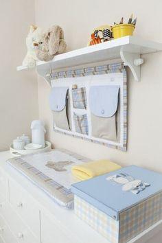 modelo de prateleira com varão para quarto de bebê decorado azul e branco  #quartodebebê #decoraçãodequartodebebe #prateleiras