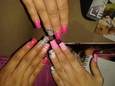 Eres amate de las uñas acrílicas?  Tenemos muchos diseños.