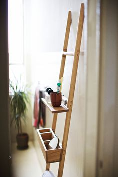 TILT, oak hanger-ladder with one shelf and one tray designed by SmithMatthias for Discipline, photo by Paul Barbera Do It Yourself Home, Interior And Exterior, Ladder Decor, Diy Furniture, Home Accessories, Sweet Home, House Design, House Styles, Home Decor