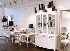 Ruia, shoes store in Soho, NewYork owes its charm to the unique Rococo style moldings! https://www.facebook.com/DesignRecordsNews