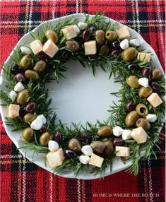 A Christmas Cruise on the S. Noel – Pavilions A Christmas Cruise on the S. Noel Cheese and Olive Wreath – Look at this easy idea for holiday entertaining using tasty olives and cheese. Holiday Party Appetizers, Appetizers For Kids, Easter Appetizers, Appetizer Recipes, Appetizer Ideas, Adult Christmas Party, Christmas Snacks, Holiday Fun, Christmas Cheese
