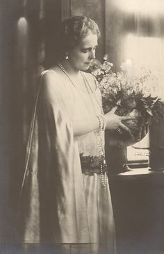 Queen Marie of Romania Gallery / M. Descendants, Fashion History, Edinburgh, Royals, Queens, Costume, Country, Concert, Gallery