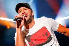 """ASSOCIATED PRESS Luke Bryan is resuming his popular Farm Tour this year after the annual event was cancelled in 2020 due to the COVID-19 (coronavirus) pandemic. The Farm Tour, now in its 12th year, celebrates American farmers.In a statement, Bryan shared why supporting farmers is so important to him. """"I think I am more excited about this […] The post Luke Bryan Announces 2021 Farm Tour appeared first on Wide Open Country. Luke Bryan Funny, Luke Bryan Farm Tour, Country Artists, Country Singers, Country Music, Luke Bryan Pictures, Cole Swindell, Shake It For Me, Easton Corbin"""