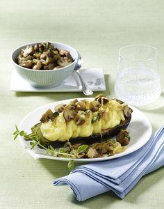 Unser beliebtes Rezept für Gefüllte Auberginen mit Kartoffelpüree und mehr als 55.000 weitere kostenlose Rezepte auf LECKER.de. Baked Potato, Potatoes, Beef, Baking, Ethnic Recipes, Food, Vegetable Recipes, Green, Yellow