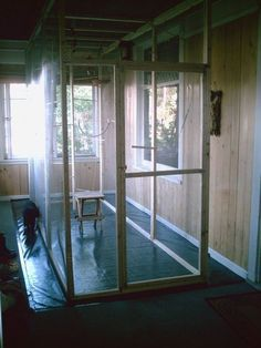 Great instructable on how to build your very own walk in indoor bird aviary. #bird #aviary #diy #aviariesideas #aviariesdiy #buildaviary