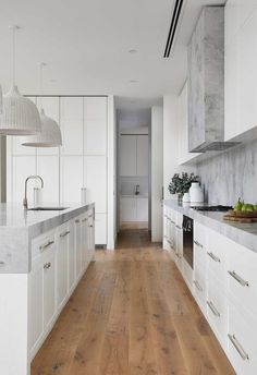 Die Hamptons, Hamptons Style Decor, Timber Flooring, Home Flooring, Modern Flooring, Kitchen Flooring, New Home Designs, Cuisines Design, Interiores Design