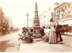 sul retro / on the back: Flower Women _Upper Regent Street_ London Victorian Life, Victorian London, Vintage London, Old London, London 1800, London History, Tudor History, British History, Asian History