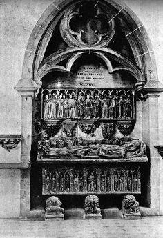 Sepulcre d'Ermengol VII, o Ermengol X. Bellpuig de les Avellanes, Fotografia de Juli Vintró Publicada per Gaietà Barraquer a Las casas de religiosos en Cataluña durante el primer tercio del siglo XIX. Barcelona, 1906