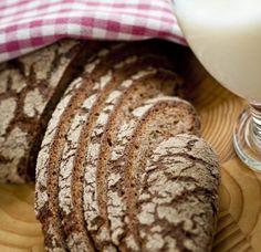 2 leipää Vaihe 1: 2 dl kädenlämpöistä vettä hapanleivänjuurta 2 dl ruisjauhoja Vaihe 2: 6 dl kädenlämpöistä vettä ½-1 rkl suolaa (noin 10 g hiivaa) 1,6 – 1,8 l ruisjauhoja Vaihe 1: 1. Sekoita vesi… Krispie Treats, Rice Krispies, Martini, Goodies, Bread, Baking, Desserts, Recipes, Food