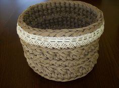 Basket, zpagetti Crochet 101, Learn To Crochet, Crochet Ideas, T Shirt Yarn, Yarn Crafts, Stitch, Sewing, Knitting, Crocheting