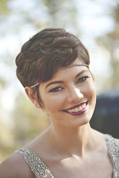 Short hairstyle for brides | Christina Block Photography | see more on: http://burnettsboards.com/2014/04/1930s-bridal-styled-shoot/