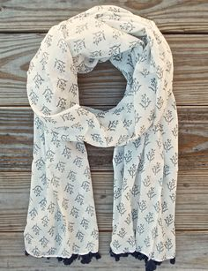 Chennai Grey Scarf from Passion Lilie. 100% cotton. Hand block printed. Tassels. Fair trade. Ethical fashion.