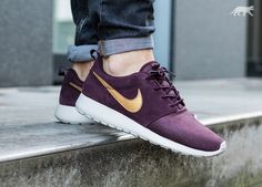 Nike Roshe Run Suede (Mahogany / Metallic Gold - Light Bone)