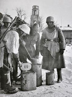 Ww2 Pictures, Ww2 Photos, German Soldiers Ww2, German Army, Luftwaffe, Battle Of Moscow, Operation Barbarossa, Bullen, German Uniforms