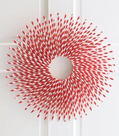 DIY straw wreath and other Christmas crafts Holiday Wreaths, Holiday Fun, Holiday Crafts, Christmas Decorations, Festive, Friday Holiday, Holiday Ideas, Christmas Ideas, Wreath Crafts
