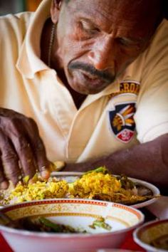 Zapálená kuchařka   –  Srí Lanka Sri Lanka, Vegetables, People, Food, Veggies, Essen, Vegetable Recipes, People Illustration, Yemek