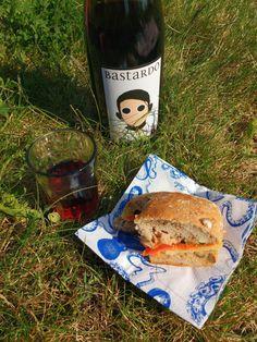 Ein Bastardo in Kladow – smámunir Picknick mit diesem auffallend eleganten roten Portugiesen, der uns gerne beim nächsten Ausflug wieder beehren darf!