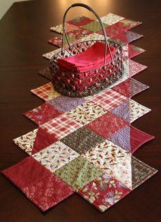 Acolchado mesa Runner Lila colina Moda tela de por LilacCorners