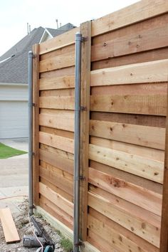 horizontal fence and it uses link fence posts