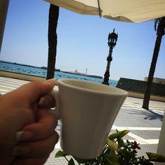 Ya sabéis donde voy cuando necesito desconectar. 15 minutos para mi. Un té, quitar la voz al móvil, cerrar los ojos, sentir la brisa en la cara y escuchar el sonido del mar. VIDA.  ¡Buenas Tardes!  Ali LOVE #love #amor #Cádiz #LaCaleta #mar #beach #playa #sun #sun #sea #wedding #weddingday #weddingcake #weddingevent #destinationwedding #weddingplanner #boda #bodaLOVE #bodaLOVE #i #inlove #instagood #verano #summer #happy #handmade #happymoments #sweet #candy #equipazoLOVE