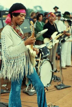 vintage everyday: Photos of Life at Woodstock Festival 1969 / Jimmy Hendrix  playing guitar