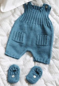 Most Fashionable Baby Overalls – Knitting And We Knitting For Kids, Baby Knitting Patterns, Baby Patterns, Baby Overalls, Baby Pants, Knitted Baby Clothes, Baby Cardigan, Baby Sweaters, Baby Dress