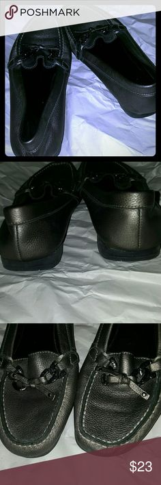 Pewter Nine West Flats Purchased the wrong size while shopping in Nyc.in good condition Nine West Shoes Flats & Loafers