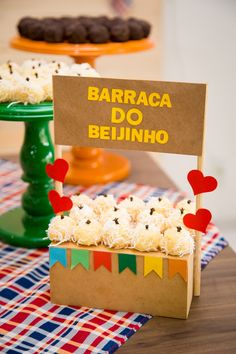Barra do beijinho 🔥😘❤ Reposted from Inspire sua Festa - Inspiração fof. 30th Party, I Party, Birthday Party Decorations, Party Time, Ideas Para Fiestas, Party In A Box, Fiesta Party, Luau, Diy And Crafts