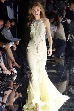 Dolce & Gabbana Spring 2004 Ready-to-Wear Collection Photos - Vogue