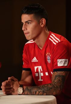 James Rodriguez of FC Bayern Muenchen addresses a press conference. Football Boys, Football Pictures, James Rodriguez Wallpapers, Fc Hollywood, James Rodrigez, Rugby, James Rodriguez Colombia, Tattoed Guys, Football Players