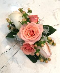 DIY Wrist Corsage for Homecoming or Prom - Sand and Sisal Red Corsages, Prom Corsage And Boutonniere, Corsage Wedding, Wrist Corsage, Boutonnieres, Prom Flowers, Wedding Cakes With Flowers, Bridal Flowers, Homecoming Flowers